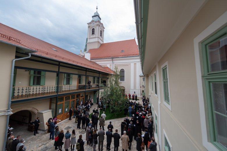 """""""Szent hajlékod immár ékes"""" – újraszentelték a gyönyörűen restaurált kolozsvári evangélikus templomot"""