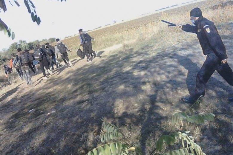 """Migránsok törvénytelen és erőszakos """"visszaverésével"""" vádolják Romániát is"""