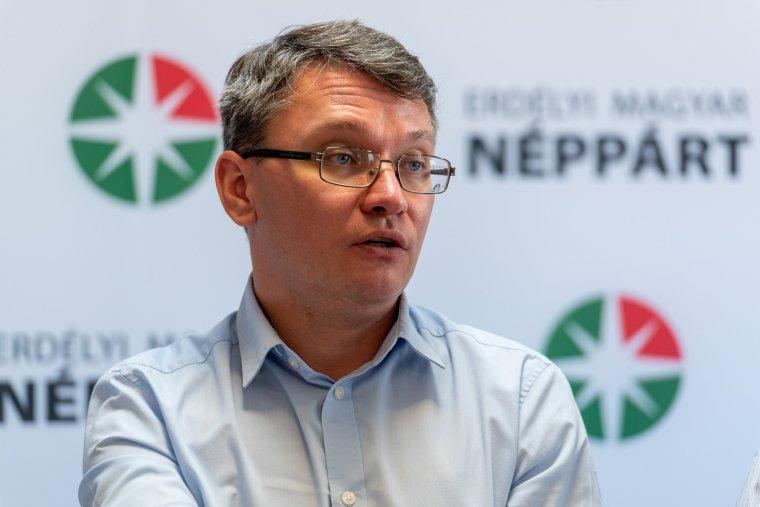 Újra elnökévé választotta Csomortányi Istvánt az EMNP