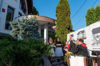 A román polgármester és a prefektus is elismerően szólt a Besztercén felavatott magyar oktatási központról