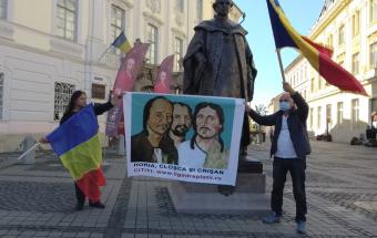 """""""Brukenthal, a romángyilkos"""": a volt kormányzó szobrának eltávolítását követelték tüntetők Nagyszebenben"""