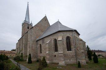 Átadták a felújított dési református templomot: a kazettás mennyezet és az egyedülálló padlástér is új fényt kapott