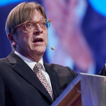 Megszavazták a rágalmazással vádolt belga képviselő, Guy Verhofstadt mentelmi jogának fenntartását