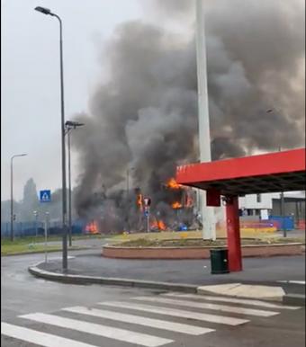 Román gép zuhant le Milánóban, nyolcan életüket vesztették
