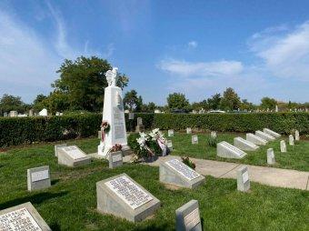 A béke fontossága és törékenysége – Átadták a nagyszalontai temető felújított hősi parcelláját