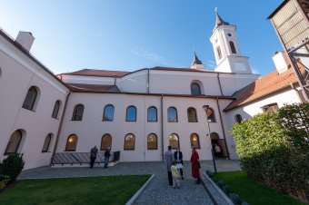 Felszentelték az uniós, román és magyar támogatásból felújított egykori ferences templomot Szamosújváron