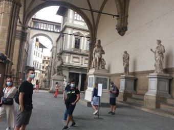 Olaszország önmaga maradt, de nem felejti a tavalyi tragédiát és a turistákat is emlékezteti rá