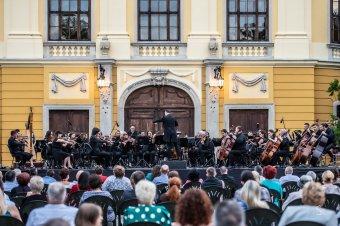 Hazai karmesterek és szólisták az új idényben: Nagy Kálmán, a nagyváradi filharmónia koncertmestere az évad kínálatáról