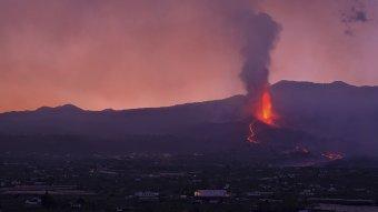 Közel félezer ember kitelepítését rendelték el a vulkánkitörés miatt La Palma szigetén