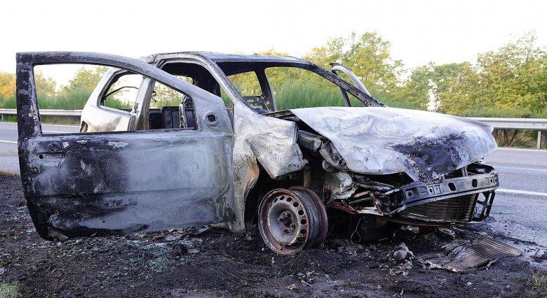 Teljesen kiégett a román autó a magyarországi baleset következtében