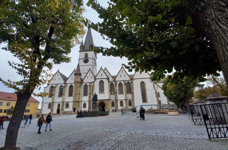 Iohannis a felújított szebeni evangélikus székesegyház átadásán: élő és aktív a szász közösség