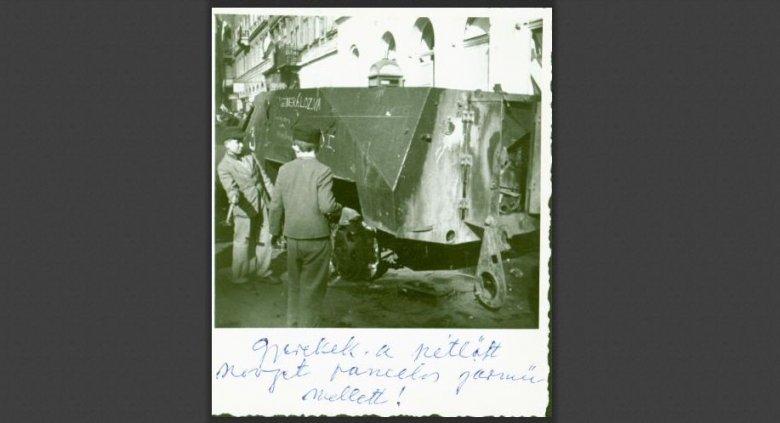 Eddig nem látott 1956-os képsorozatokat tettek közzé Budapesten