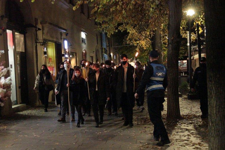 Tisztelet a hősöknek: Kolozsváron is megemlékeztek az 1956-os magyar forradalom kirobbanásáról (képriport)