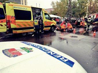 Teherautóba rohant egy román kisbusz, öten meghaltak a súlyos balesetben Magyarországon