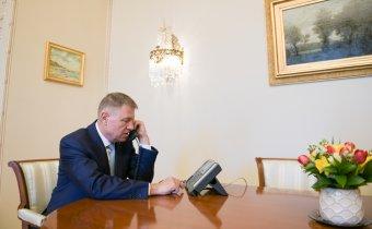 Klaus Iohannis megköszönte Orbán Viktornak a koronavírusos betegek ellátásában nyújtott magyar segítséget