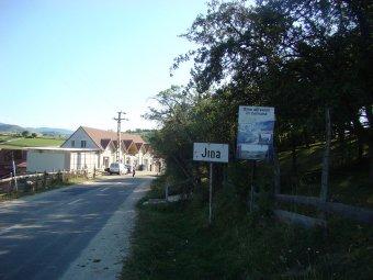 A Covidban elhunyt rokonokat eltemető lakosok sem hisznek a vírusban az átoltottságban sereghajtó erdélyi faluban