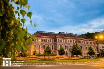 Ingyenes bentlakással és ösztöndíjjal hálálja meg a diákok oltakozását a brassói Transilvania Egyetem