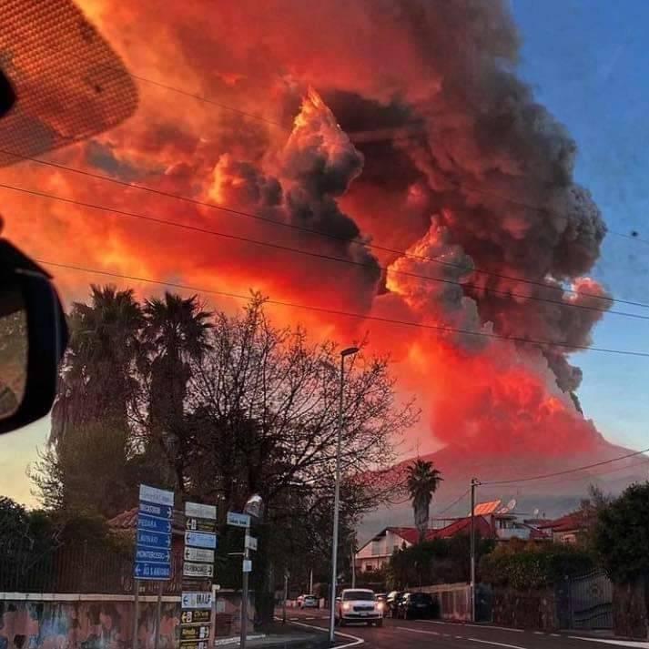 Kitört az Etna szicíliai vulkán, lezárták Catania repülőterét