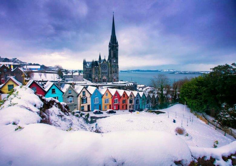 Külügyminisztérium: mától csak érvényes negatív koronavírusteszttel utazhatnak Írországba a romániaiak