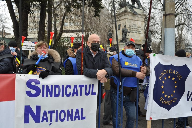 Tisztességtelennek tartja a rendőrök bérkövetelését Florin Cîțu kormányfő