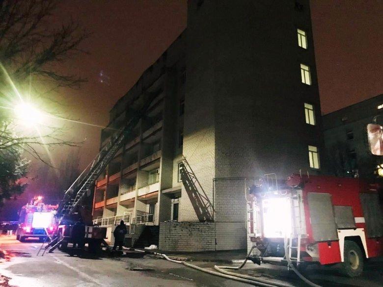 Több beteg és egy orvos is elhunyt, amikor tűz ütött ki egy Covid-betegeket ellátó ukrajnai kórházban