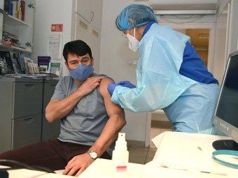 A kínai Sinopharm vakcinájával oltották be Áder János magyar köztársasági elnököt