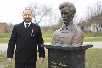 Megrongálták Petőfi mellszobrát Horvátországban
