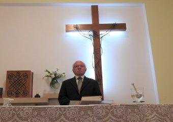 Isten papjaként nem lehet nyugdíjba menni – Beszélgetés a Hit Pajzsa díj kitüntetettjével, Jakab Gábor kolozsvári plébánossal