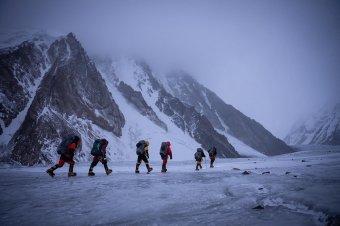 Premier a Himaláján: először mászták meg télen a K2-t, a világ második legmagasabb hegycsúcsát
