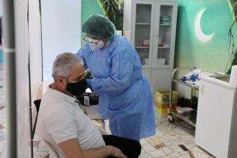 A romániai pedagógusok fele már megkapta a koronavírus elleni oltás első adagját
