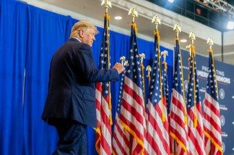 Nem részesíti elnöki kegyelemben saját magát a Fehér Házból távozó Donald Trump