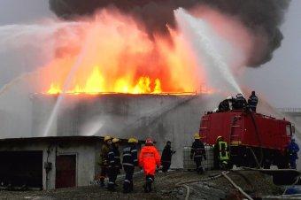 Hegesztőgép miatt keletkezett tűz egy Prahova megyei kőolaj-feldolgozó üzemben, ketten súlyosan megégtek
