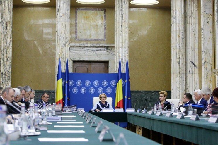 """Ismét """"halaszthatatlanná"""" vált az igazságügyi reform: sürgősségi rendelettel módosítja a büntetőjogot a román kormány"""