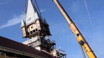Helyére emelték a Temes megyei Igazfalva református templomának vihar által ledöntött toronysüvegét
