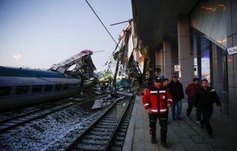 Négyen meghaltak egy törökországi vonatszerencsétlenségben