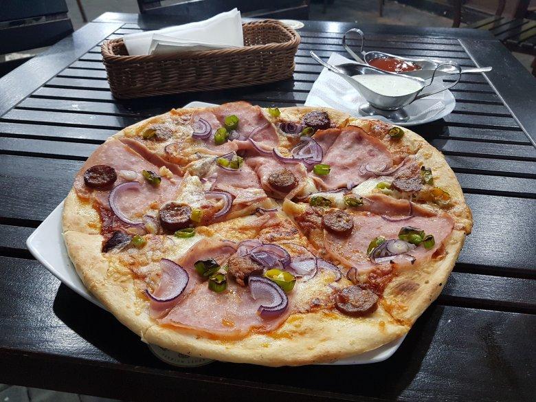 Étterem-mustra: jó minőségű pizza, kifogásolt étlap