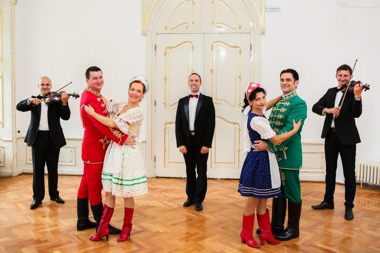 Nőnapi operettgála két részben