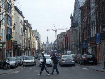 Brüsszelben éjszakai kijárási tilalmat, kötelező utcai maszkviselést, a színházak és mozik bezárását rendelték el