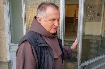 FRISSÍTVE – Budapesti kórházban ápolják Böjte Csabát, eltiltották a beszédtől az orvosok, de jól érzi magát