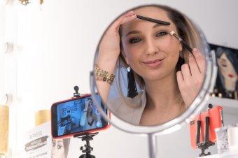 A vlogger make-up artist