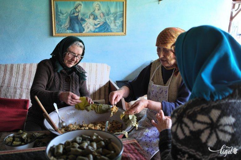 """A """"jóbűzű"""" galuska:  gasztrokirándulás a moldvai magyarokhoz"""