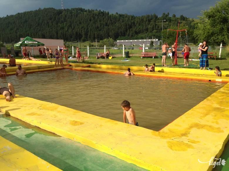 Borvizes nosztalgia a sárga medencében: teszteltük a zsögödi strandot