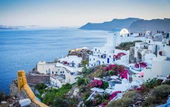 Egyre több ország lazít a beutazási feltételeken: Görögországnak elég a gyorsteszt, Spanyolország tárt karokkal vár