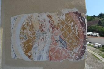 Középkori falképtöredékek a lövétei templomon