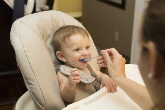 Hozzátáplálás-trendek: nincs könnyű dolguk ma a kismamáknak