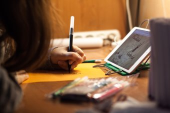 Ahol a kormányprogramot megelőzve biztosították az online oktatáshoz szükséges eszközöket
