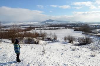 Farsangi séta a havas Hargitán