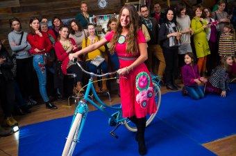 Divatosan két keréken: a bringás nő is lehet csinos