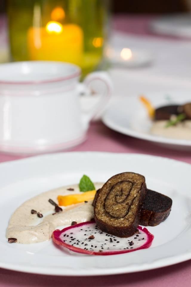 Nem főz, nem süt, mégis séf: Varga István ételkölteményei