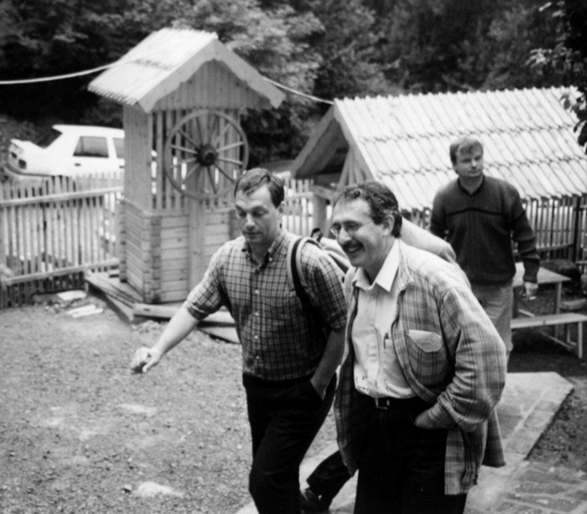 Orbán Viktor és Toró T. Tibor, a háttérben Papp Előd •  Fotó: Forrás: Pro Minoritate Alapítvány